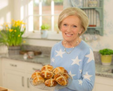 Top 10 Books by Mary Berry