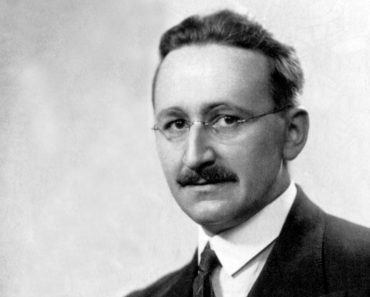 Top 10 Books by Friedrich Hayek